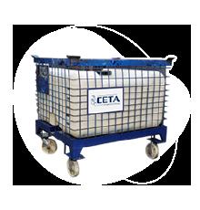 Un contenedor plástico con ruedas y válvula dosificadora.